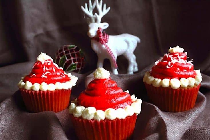 Keto Santa Mützen Cupcakes