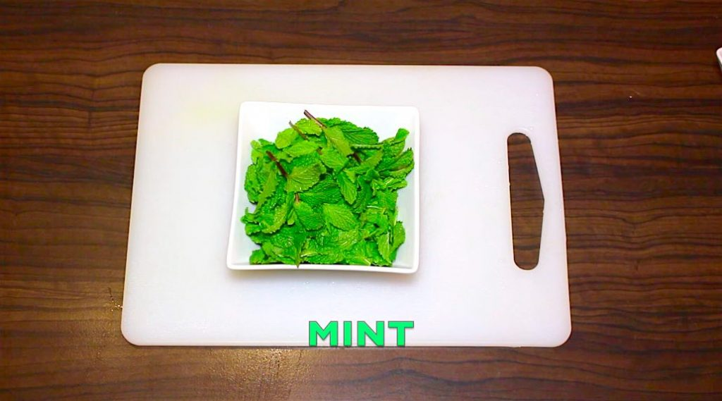 mint leaves prepared for salad