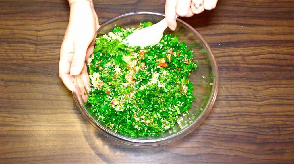 mix tabbouleh salad