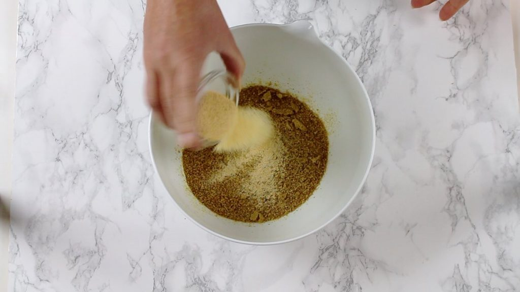 adding garlic to grounded flaxseeds
