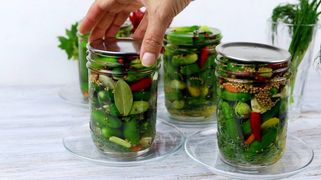 covering lid on a mason jar for pickles