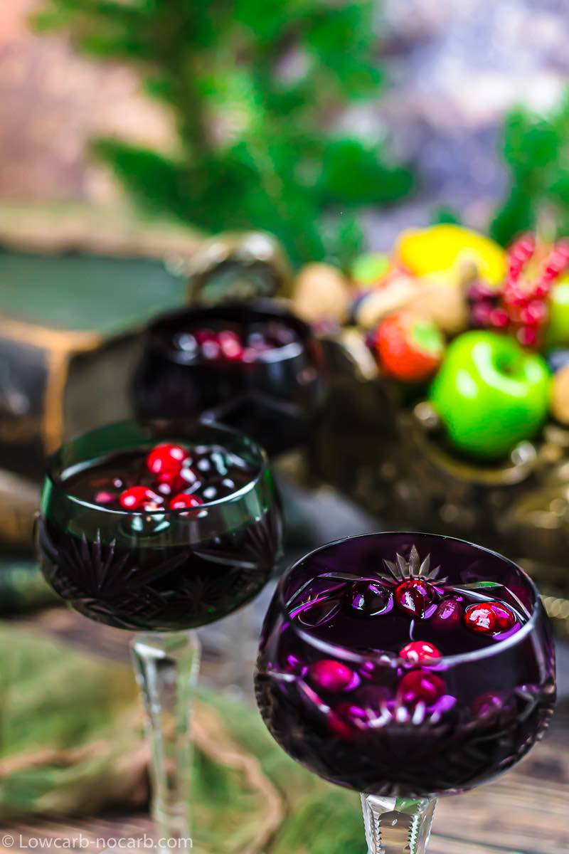 Keto Mulled Wine with cranberries
