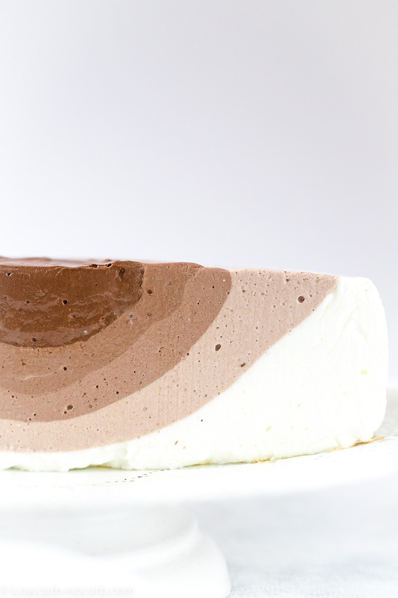 Yogurt Keto Cheesecake cut into half