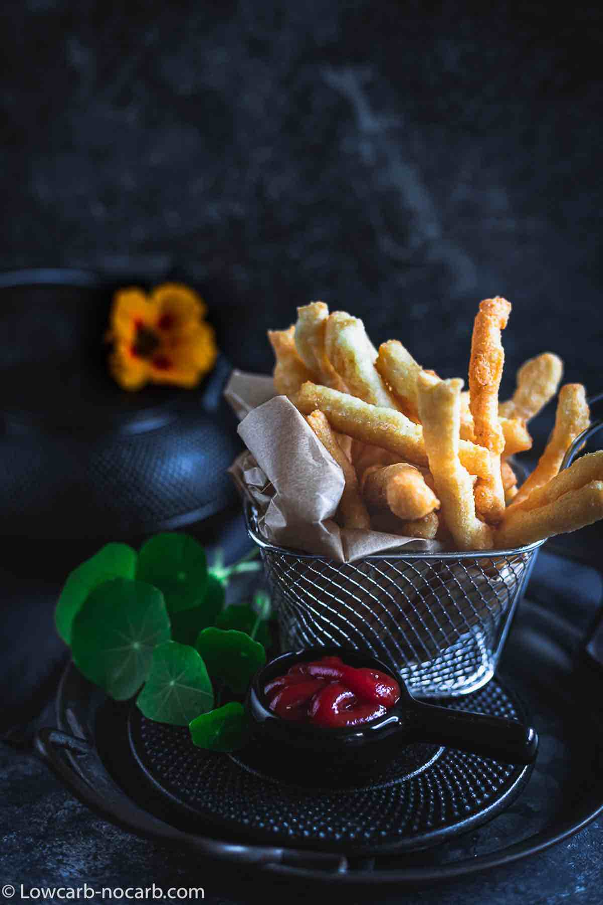 French Fries with minimum carbs in a metal basket