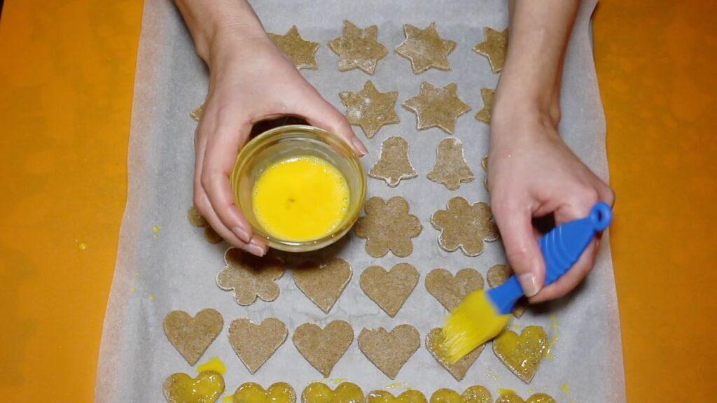 Sugar-Free Low Carb Gingerbread Cookies egg brushing