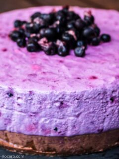 Keto Cheesecake no bake with blueberries to color
